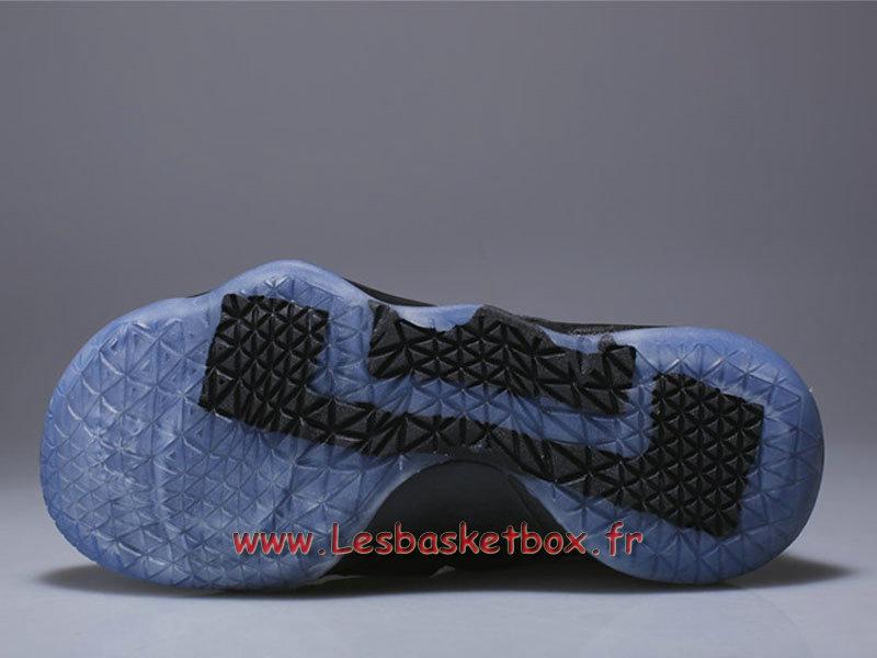 9cfcde05053b2 ... Nike LeBron Soldier 11 enfant All Black Chaussures Basket Nike pas cher  Popur Garcon ...