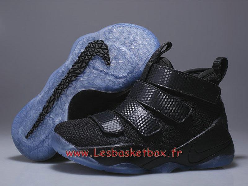 0e1d8b29d0890 ... Nike LeBron Soldier 11 enfant All Black Chaussures Basket Nike pas cher  Popur Garcon ...