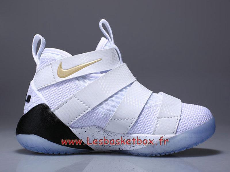 8b7ac791b44 Nike LeBron Soldier 11 enfant White Metallic Gold Chaussures Basket Nike  pas cher Popur Garcon ...